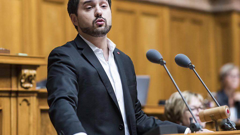 Nationalrat Cédric Wermuth soll für die Aargauer SP den freiwerdenden Sitz im Ständerat verteidigen. Er setzte sich am Parteitag gegen Nationalrätin Yvonne Feri durch. (Archivbild)
