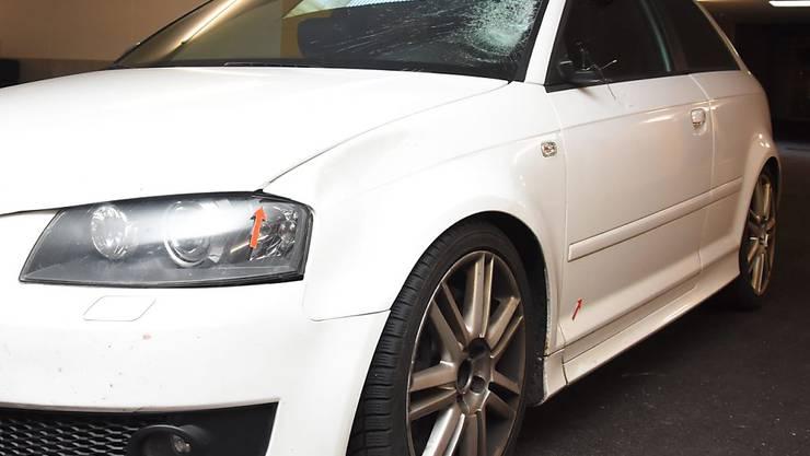 Das Unfallauto mit den gekennzeichnete Spuren wurde in einer Tiefgarage aufgefunden.