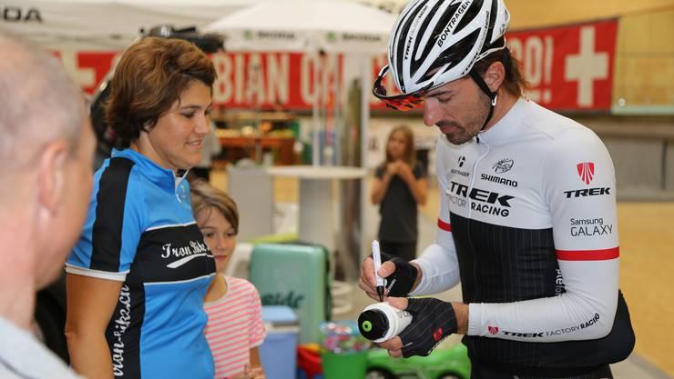 Auch war ein Autogrammtermin mit dem scheidenden Vierfach-Weltmeister und Olympiasieger Fabian Cancellara angesagt