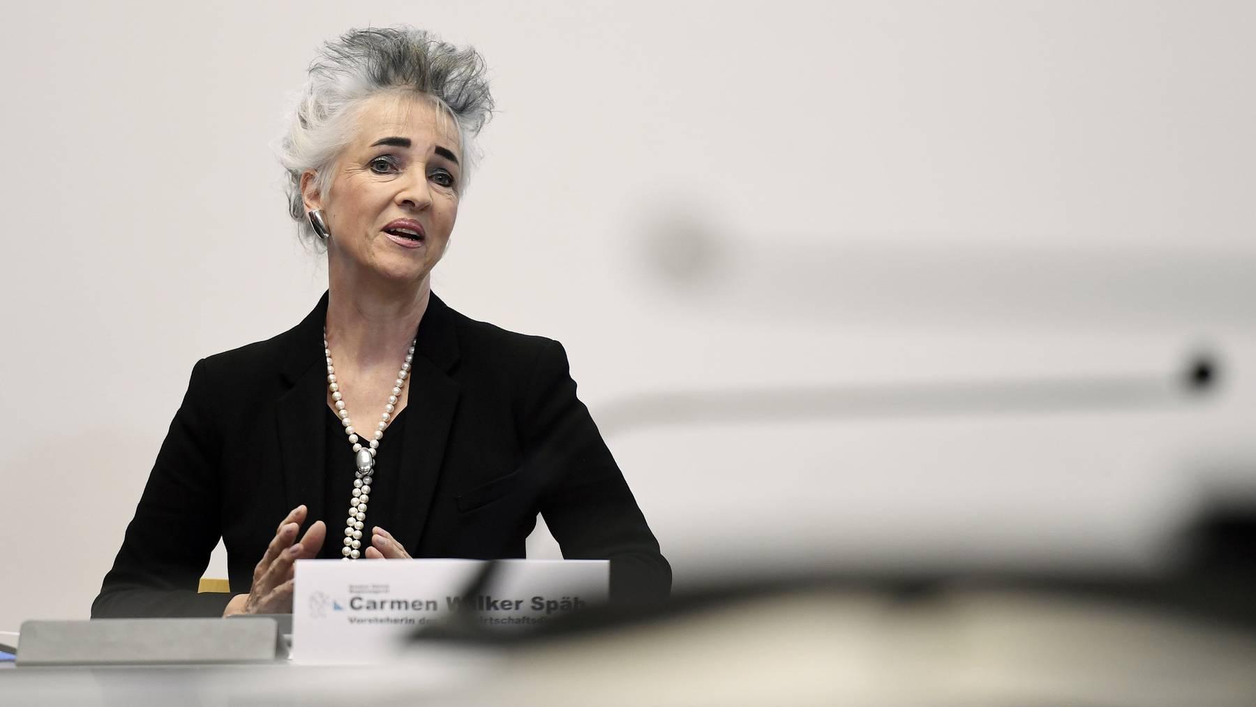 Volkswirtschaftsdirektorin Carmen Walker Späh bedauert den Entscheid, weist aber auf knappe Kapazitäten in den Spitälern hin.