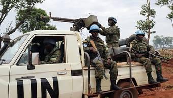 UNO-Blauhelme unweit der zentralafrikanischen Stadt Bria: Die Friedenstruppen aus dem Nachbarland Kongo werden abgezogen. (Archivbild)