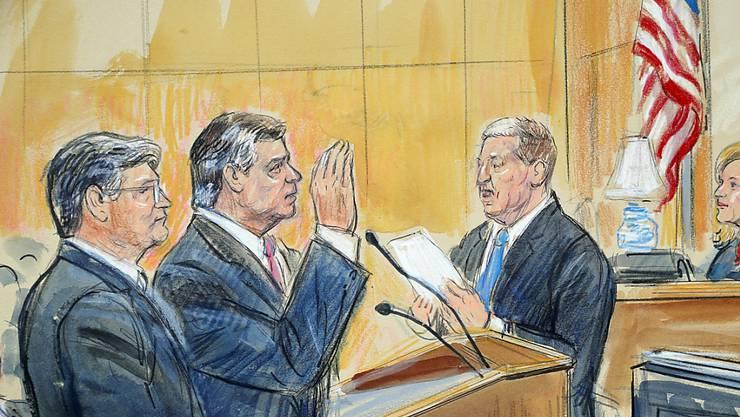 Donald Trumps ehemaliger Wahlkampfmanager Paul Manafort ( hier in der Mitte einer Zeichnung des Gerichtsverfahrens) soll das FBI und  den US-Sonderermittler in der Russland-Affäre Robert Mueller belogen haben. (Foto: Gerichtszeichnung Dana Verkouteren via Ap)
