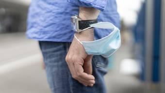 Zahlreiche Masken, welche das VBS zu Beginn der Coronakrise in China beschafft hat, genügen medizinischen Ansprüchen nicht. (Symbolbild)