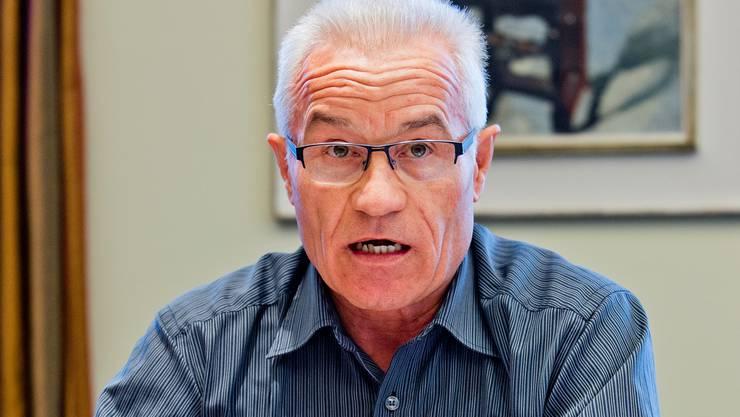 Sebastian Spörri, Präsident der GGW, erläutert das Vorhaben im Langäcker. Emanuel Freudiger