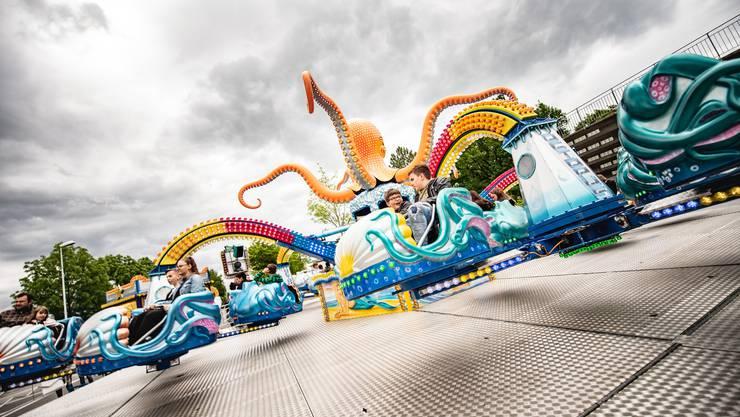 Der Lunapark mit seinen zahlreichen Bahnen...