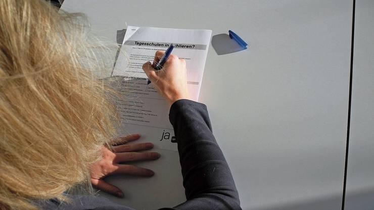 8300 Fragebögen verteilte die SP in die Schlieremer Briefkästen.