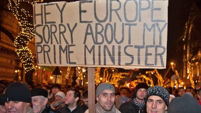 In Budapest demonstrierten am Montag rund 100'000 Menschen (Archiv)