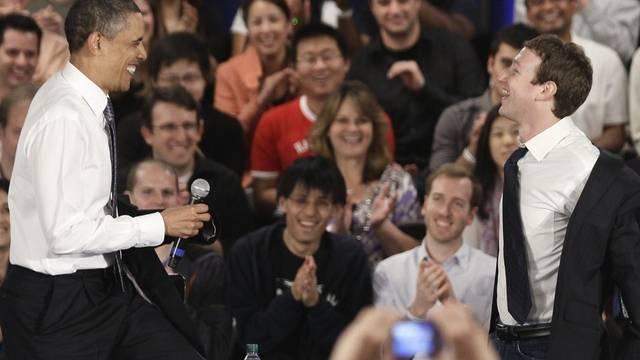 Obama und Zuckerber legen ihre Jacken ab