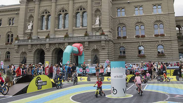 """Das neue Velofestival """"Hallo Velo"""" bietet entlang der 40 Kilometer langen Kernroute von Bern nach Münsingen verschiedenste Attraktionen."""