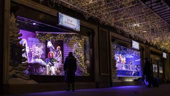 Die meisten Läden in Frankreich sind geschlossen. Ihre Weihnachtsauslagen präsentieren sie trotzdem. (Paris, 22. November)