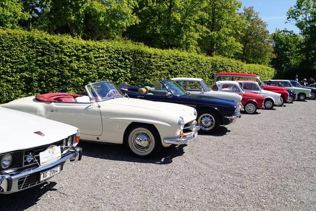 Auf dem gegenüberliegenden Parkplatz waren auch noch viele andere Sammlerstücke zu sehen, von einem Rover 3500 über NSU-Modelle bis zu einem Opel Rekord.