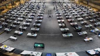 Während der Grosse Rat (hier an seiner Sitzung am 5. Januar 2021 in der Umwelt Arena in Spreitenbach) in der Öffentlichkeit bekannter ist, wird ein Grossteil der politischen Arbeit aber in den Hinterzimmern von den Kommissionen gemacht.