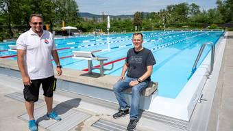 der Betriebsleiter Steven Radam und Cheftrainer Dirk Thölking gestern in der Testbadi Suhr-Buchs-Gränichen. Bild: Alex Spichale