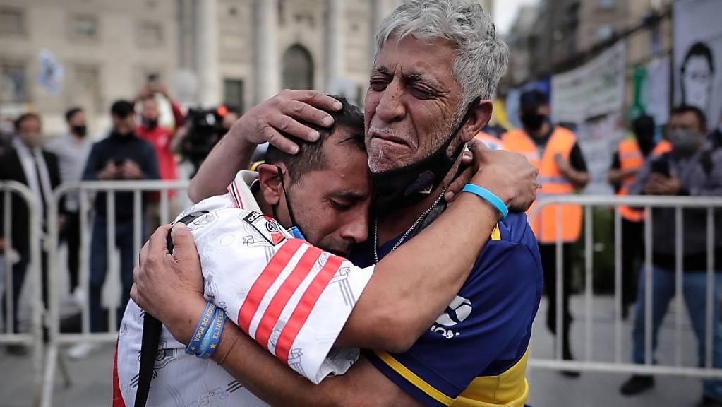 Grosse Trauer in Buenos Aires: Am Donnerstag wurde Diego Maradona beerdigt.