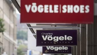 Der Verkauf von Charles Vögele an den italienischen Modehändler OVS hat Konsequenzen beim Personal. Am Hauptsitz in Pfäffikon werden 100 von 320 Mitarbeitern entlassen.
