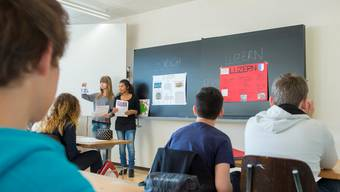 «Häsch dini Ufzgi hüt scho gmacht?»: Genfer Schüler erhalten Unterricht in Schweizerdeutsch. KEYSTONE