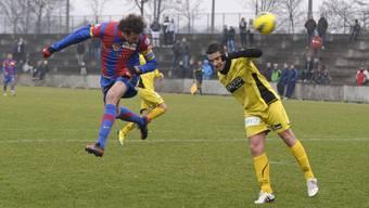 FCB-Stürmer Marco Streller (links) überzeugt gegen den unterklassigen Kontrahenten als Torschütze und Vorbereiter.