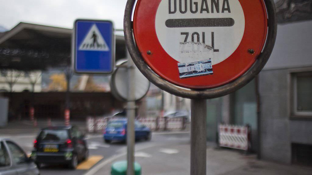Die Zahl der Grenzgänger in der Schweiz eilt von Rekord zu Rekord. Eine besonders kräftige Zunahme gab es im 3. Quartal erneut im Tessin. (Themenbild)