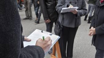 Die SVP will, dass die Schweiz die Zuwanderung selber steuert und das Freizügigkeitsabkommen kündigt. (Symbolbild)