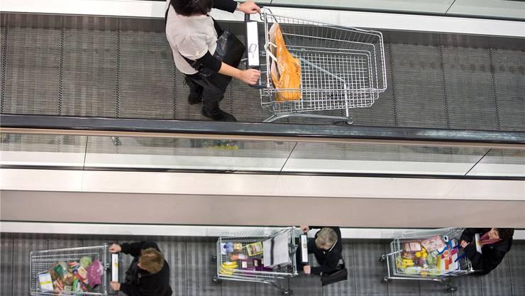 In der Vergangenheit shoppten sich die Schweizer durch die Krise – bleibt der Inlandkonsum auch in Zukunft eine zuverlässige Stütze?alessandro della bella/Key
