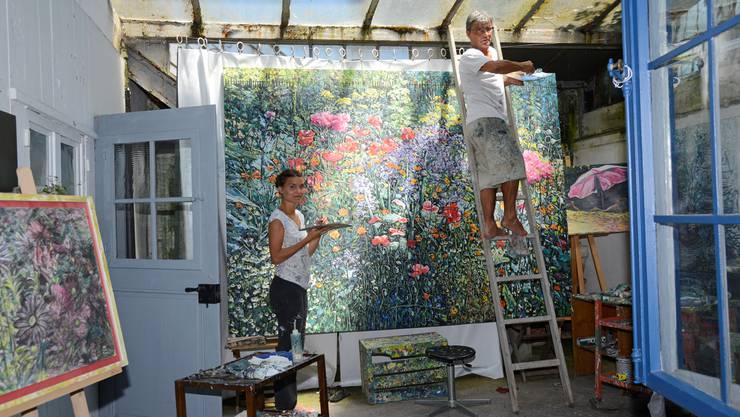 Roland Flück und seine Tochter Anna bei der Arbeit. Fast wie Meister und Schülerin, wie es oft in der Kunstgeschichte anzutreffen war.