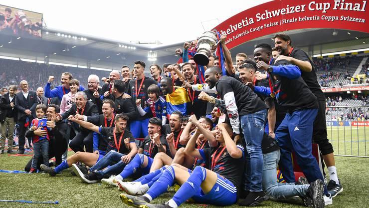 Die Bilderstrecke vom Cupfinal: Lächeln, winken und jubeln für das obligate Cupsieger-Foto.