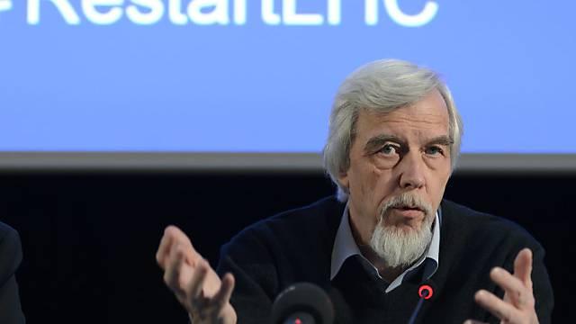 Rolf-Dieter Heuer, der Direktor des CERN verkündet den Neustart