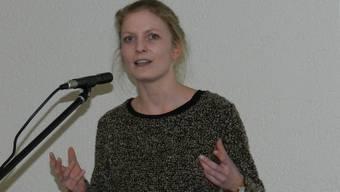 Historikerin Melanie Keusch erläutert den Hermetschwiler Nekrolog.