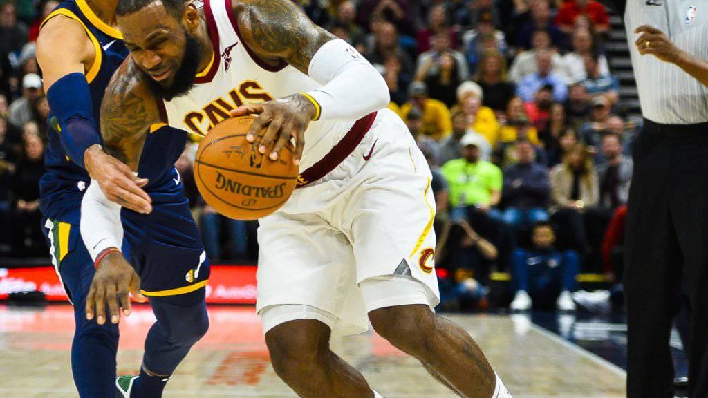 Spannendes Duell: Thabo Sefolosha (li.) verteidigt gegen Clevelands Superstar LeBron James