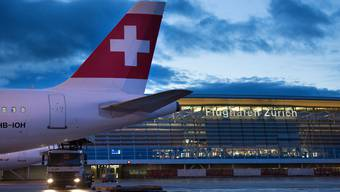 Am Flughafen Zürich sind derzeit deutlich weniger Passagiere unterwegs.