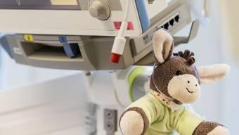 Über 60 Kinder mussten bisher mit einer durch das Coronavirus bedingten Entzündungsreaktion behandelt werden. (Symbolbild)