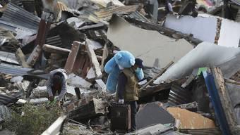 Auf der indonesischen Insel Sulawesi werden nach dem Erdbeben und dem Tsunami noch über 5000 Personen vermisst.