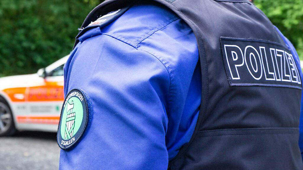 Rentnerin übergibt falschen Polizisten Wertgegenstände und Geld