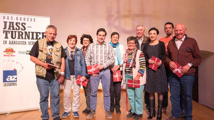 Die zehn Finalisten, von links nach rechts: Roger Trinner (5. Platz, Wittnau) ; Trudy Buchser (1. Platz, Aarau) ; Doris Bruder (8. Platz, Staufen) ; Rolf Ulmann (7. Platz, Beinwil) ; Brigitte Lüssi (3. Platz, Brugg) ; Trudy Schoder (6. Platz, Gebenstorf) ; Ullrich Heinze (10. Platz, Suhr) ; Marianne Binder (2. Platz, Baden) ; Markus Urech (4. Platz, Seengen) ; Albert Steimen (9. Platz, Waltenschwil)