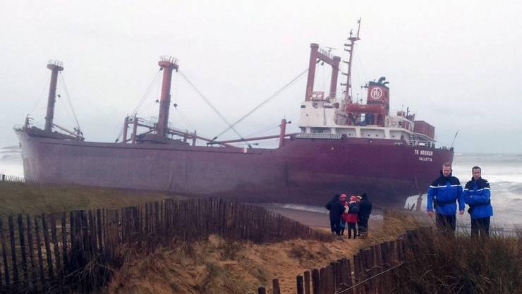 Der Frachter TK Bremen strandete vor der bretonischen Küste in Frankreich