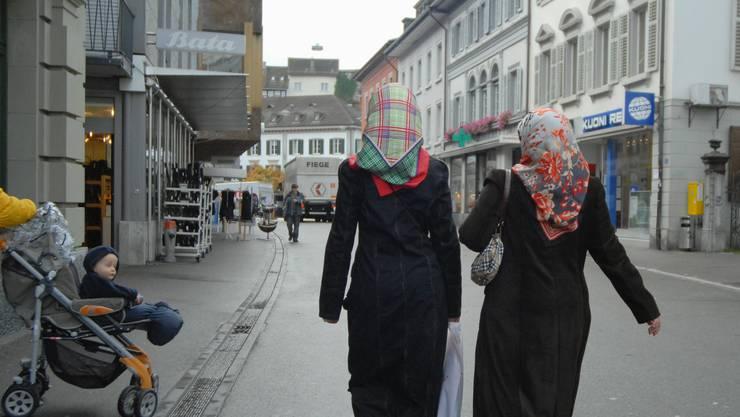 Die SVP will nicht, dass städtische Mitarbeitende Kopftuch tragen (Symbolbild)