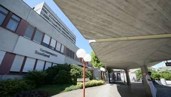 Das veraltete Baselbieter Kantonsspital Bruderholz in Bottmingen soll abgerissen und durch eine Tagesklinik für ambulante Eingriffe abgelöst werden.