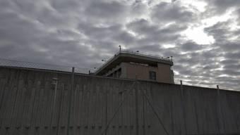 Entlastung für Schweizer Gefängnisse: Champ-Dollon (Archiv)