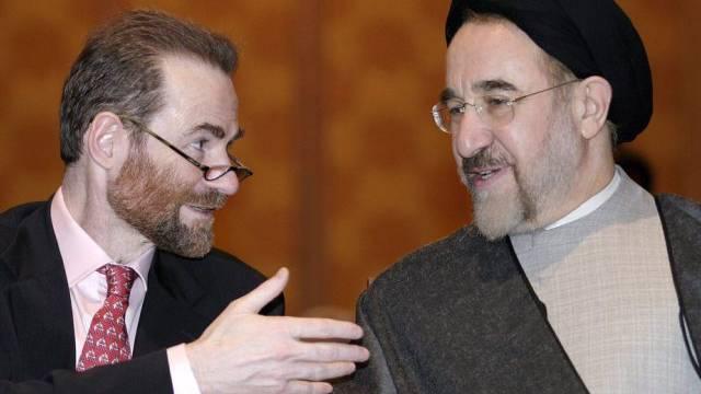 Timothy Garton Ash (l) im Gespräch mit Irans Ex-Präsident Khatami