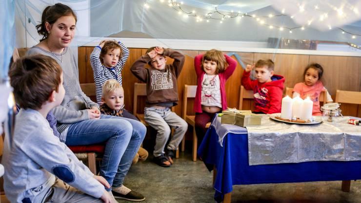 Kindergartenlehrerin Jennifer Obrist pflegt im «Hermesbühl» die vorweihnachtlichen Rituale.
