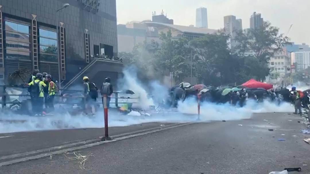 Hongkong: Demonstranten verschanzen sich vor Polizei in die Universität