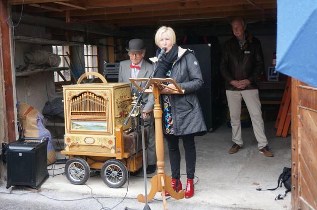 Die Projektleiterin Silja Walter-Gedenkwoche, Carmen Frei, gab Einblicke hinter die Kulissen zur Gedenkwoche und insbesondere zum Silja Walter-Weg.
