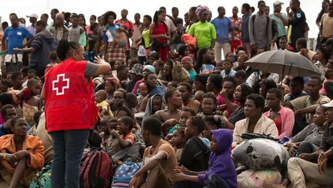 Überlebende des Tropensturms bei der Ankunft in einem Zentrum des Roten Kreuzes in der mosambikanischen Stadt Beira.