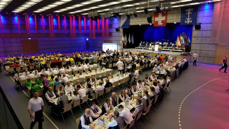 Viele Gäste versammelten sich zum offiziellen Tag des Kantonalschützenfests in der Stadthalle Dietikon.