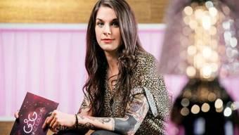 Moderatorin Bettina Bestgen war wegen ihrer sichtbaren Tätowierungen in die Kritik geraten. (SRF/Oscar Alessio)