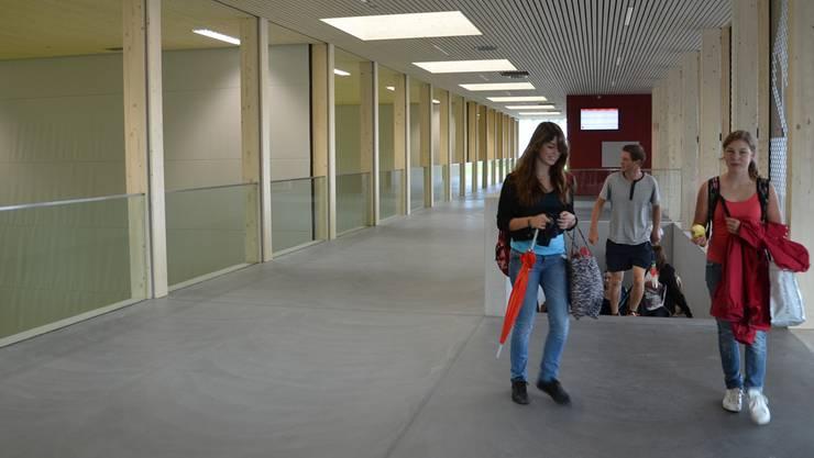 Hell, grosszügig, modern: Die Schülerinnen und Schüler haben zusammen mit ihren Lehrkräften die Dreifachhalle bereits erobert. ES