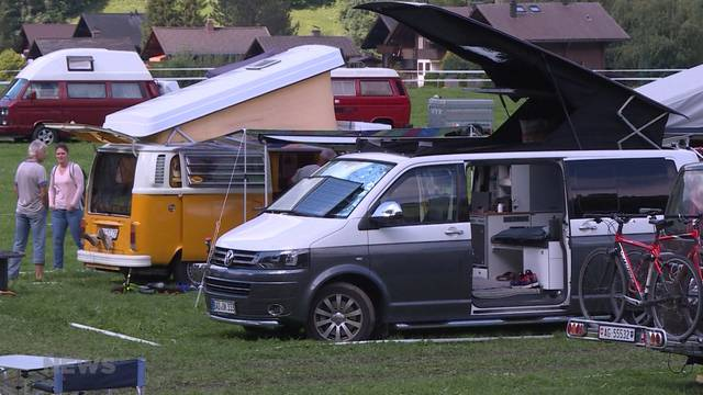 VW-Bus-Treffen bringt einen Hauch 60er Jahre nach Lenk