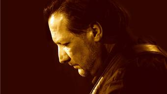 Der Gitarrist und Multiinstrumentalist Robbie Caruso.