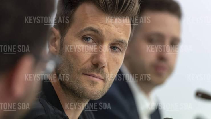 Der Für den ehemaligen FC Basel-Trainer Raphael Wicky läuten an Silvester die Hochzeitsglocken. In Los Angeles heiratet er sein Freundin Laura. (Archivbild)