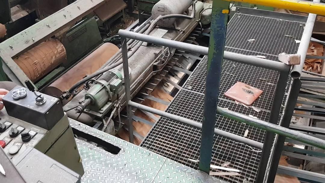 So werden aus Baumstämmen hauchdünne Holzlatten: Ski-Kerne-Produktion bei der Firma Hess in Döttingen